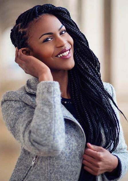 Side part braids style long box braids
