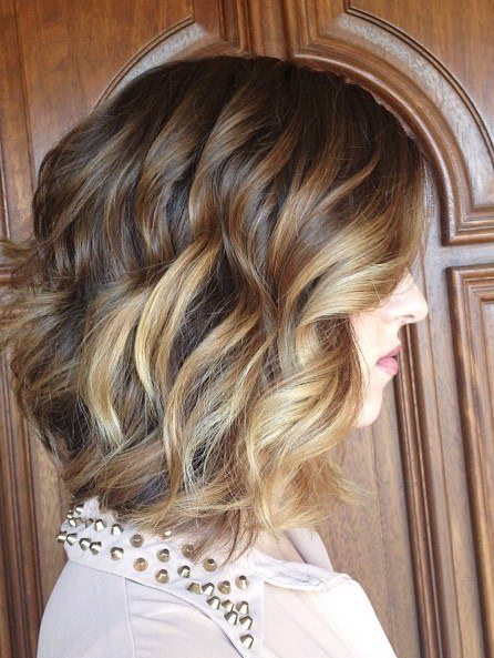 wavy bob with subtle highlights best short hair with highlights